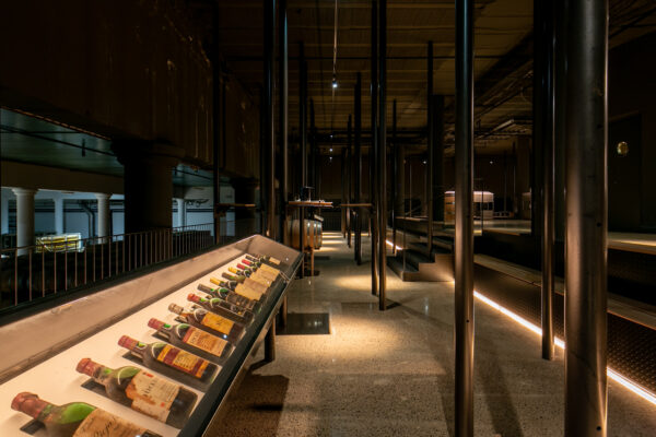 Fotografía de arquitectura. Vinos de la bodega Rioja Vega